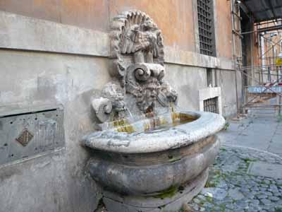 fontana_al_palazzo_del_monte_di_pieta