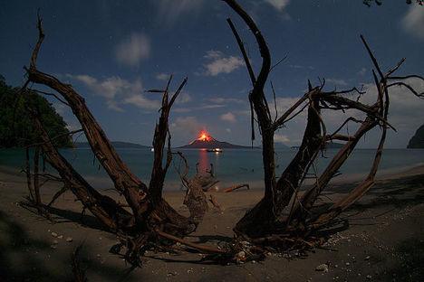20091220-az-ev-legszebb-csillagaszati-felvetelei-krakatau-kitores