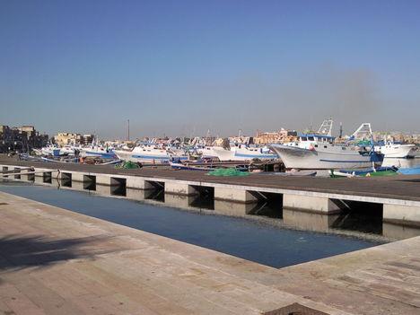 Taranto óváros halász kikötő