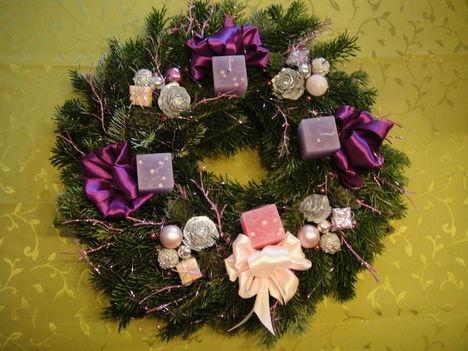 Három lila egy rózsaszín gyertya-áldott, békés ünnepet kívánok mindannyiótoknak!!!