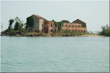 pusztuló rom a lagunában