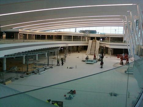 még korszerűbbé és tekintélyessé teszi ez az épületrész az egész repterünket