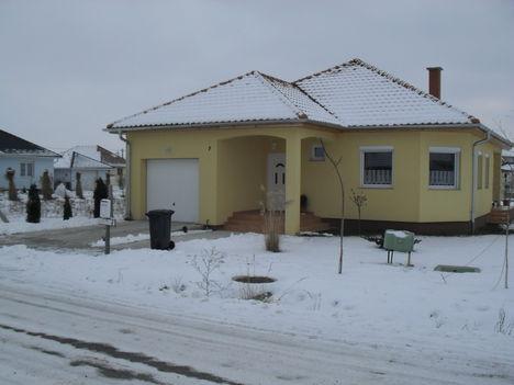Egy szép ház a téli tájban