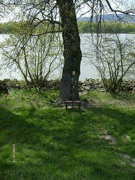 Gödi Dunapart, kegyhely