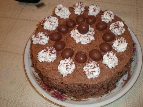 csokoládékrémes csavart torta