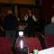 Mulatnak a vendégek és a tagok.  A mikrofonnál Ihász Sándor.