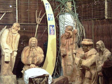 Ezzel a szekszárdi Betlehemmel (Törő György fafaragó műve) kívánok minden kedves tagtársamnak áldtt, békés karácsonyt! Erzsi