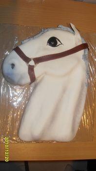 fehér ló