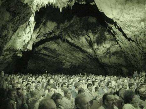 Koncert a Baradla-barlangban