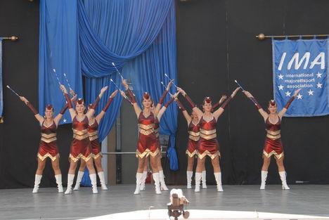 Senior csoport a színpadon