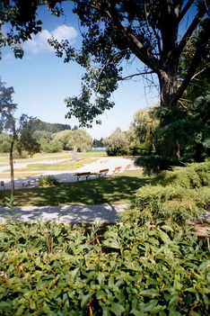Tó környéki park jobb széle