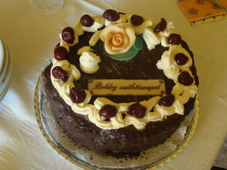 DSC03577 Fekete erdő torta csoki bevonattal