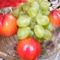 Szőlő és nektarin tálalva