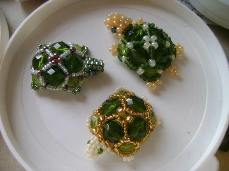 Variációk teknős medálra