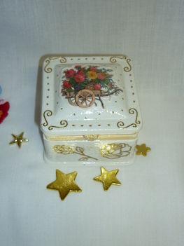 Fehér-arany ékszeres dobozka