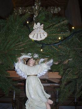 Karácsonyi díszek, Aranymelíros angyalka az angyalka felett