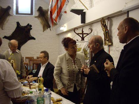 Dr.T.Túri Gábor_elöadása 2012.3.25_A képen vitéz Joó Katalin és Molnár V.József