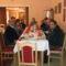 A társaság ebédelés közben