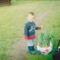 IMG_0002 A kisfiam Csaba az elültetésre váró liliomokkal