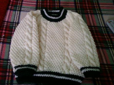 kötött pulcsi 2 éves unokámnak