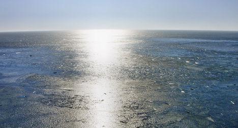 Jégtengerbe dermedt napfény