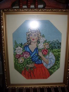 Lány rózsával tűgoblen