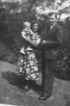Szüleimmel 1 évesen