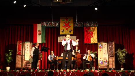 László Mária költőnő- nótagála -Újpest -2013 ... 10