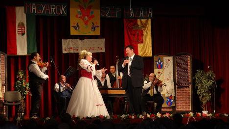 László Mária költőnő- nótagála -Újpest -2013 ... 8