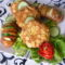 Kukorica-pelyhes fasírozott   baconos sült burgonyával