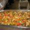 sertéssült és csirkemell darabkák párolt zöldséggel