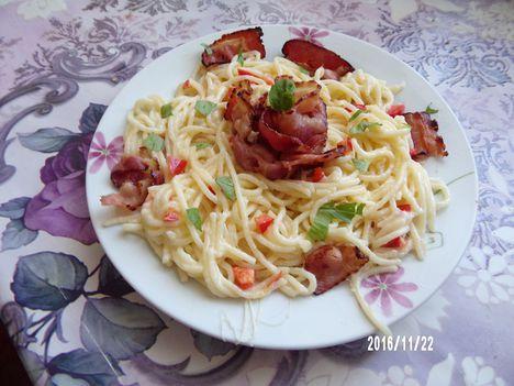 Mozzarellás sonkás spagetti