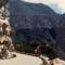 Veszélyes kanyar, útban a Yosemite National Parkba