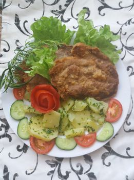 Sült hús petrezselymes burgonyával