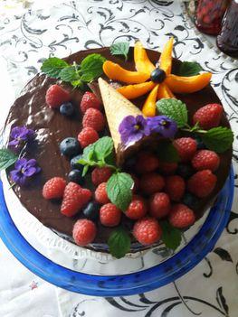 Csokis torta gyümölcsözönnel