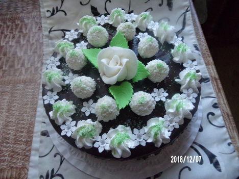 Kókuszos raffaelló torta