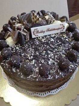 Mogyorókrémes mascarponés tejszines töltelkékkel Születésnapi torta