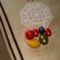 Hungarocell tojások akril festékkel festve. Mellette egy kis tulipános terítő