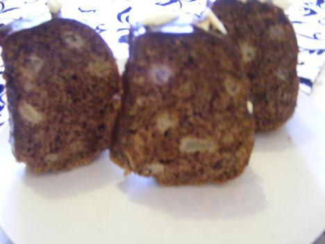 Almás-fahéjas kuglóf szeletelve