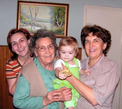 Lányom Adél, Anyukám, unokám Kozima és én