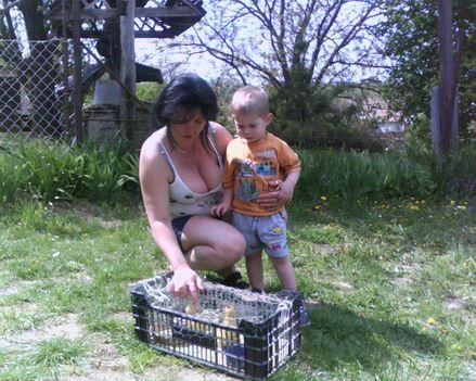 Mama és unokája.és két kis kacsa!