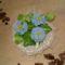 kék virág kosárban