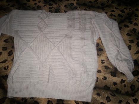 Fehér pulcsi