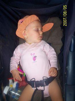 034 - Kis vagány alszik