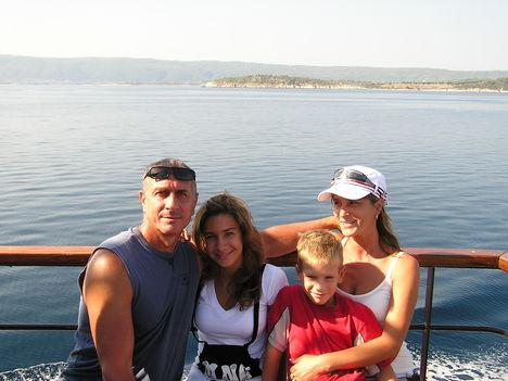 2007.Család a hajón