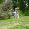 Én és a férjem gyönyörködünk a Rododendroban