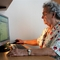 nyugdíjas számítógépnél