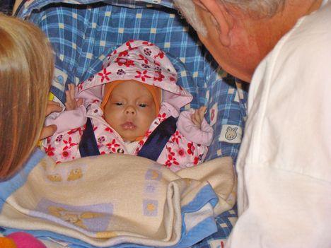 Bogika anyuéknál először