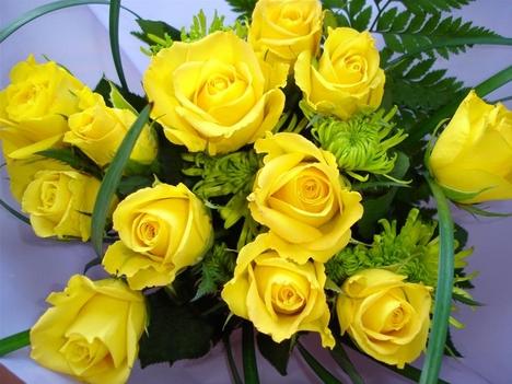 sárga rózsacsokor