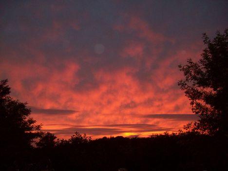 Piros az ég alja